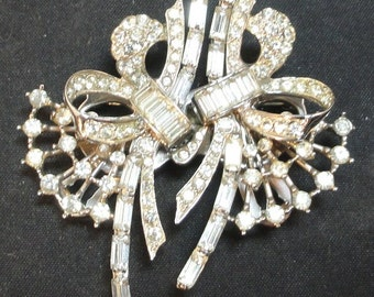 Beautiful Unsigned Sterling Rhinestone Bow Duette