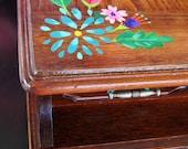 Jewelry Box in Walnut with Flowers: Shiloh
