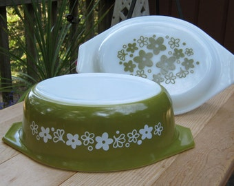 Pyrex Crazy Daisy 1.5 Quart Casserole with Lid - Spring Blossom - Oak Hill Vintage