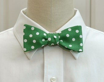 Men's Bow Tie in Kelly green with white polka dots (self-tie)