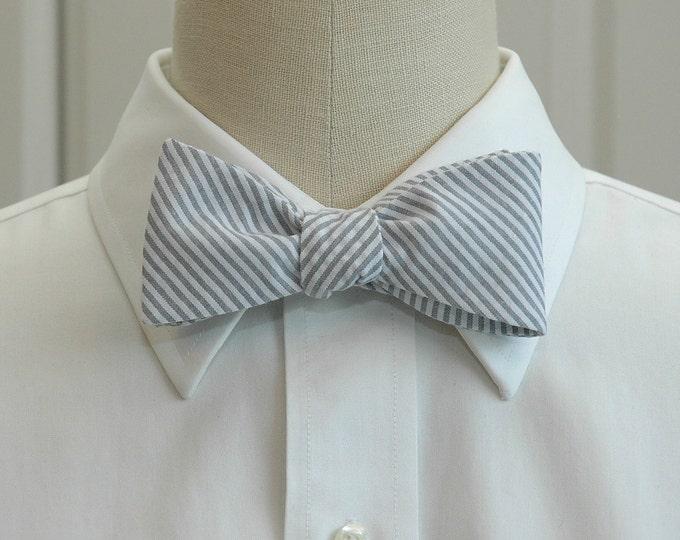 Men's Bow Tie, gray seersucker, wedding party tie, groom bow tie, groomsmen gift,  elegant gray bow tie, wedding accessory, self tie bow tie