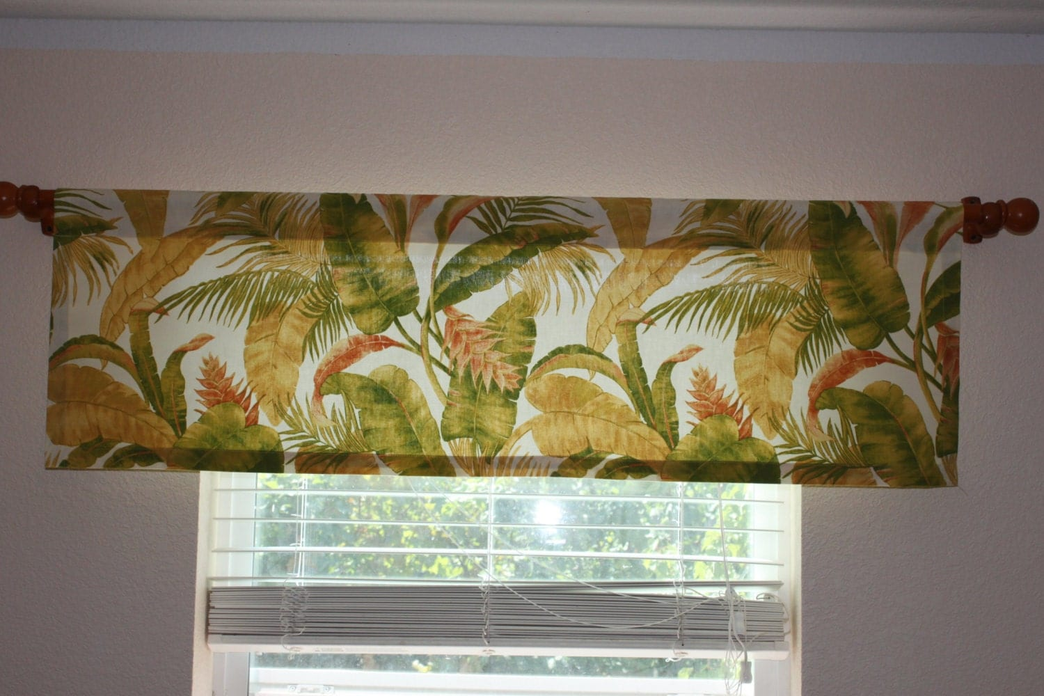 Valance curtain tropical theme swavelle mill creek by for Tropical themed kitchen