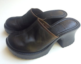 Vintage 90's /// Wood & Leather /// Chunky slip On Mules Size 8M