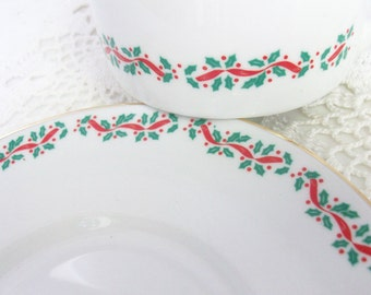 Ribbon Holly Tea Cup & Saucer //