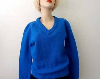 1970s Wool Sweater / cornflower blue v-neck knit pullover / vintage fall & winter fashion