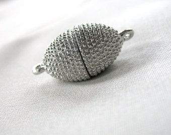 1 Silver Oval Textured Magnetic Clasp, Zinc Alloy, 20mm x 12mm