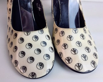 90's Hologram Yin Yang to Peace Sign Slingback Avant Garde Minimalist Square Heel Pumps by Moda // 6.5