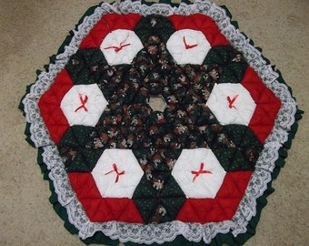 Christmas Tree Skirt - Biscuit Quilted - Musical Scores