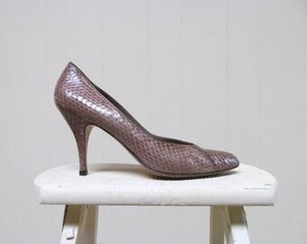 Vintage 1980s Shoes / 80s Taupe Anne Klein Snakeskin Pumps / Size 10 N US