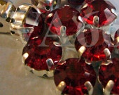 Lt Siam Red color Round Rose Montee Faceted Sew On Acrylic Glass Look Rhinestone Beads 9mm 15p Vintage Look 4 hole Pronged Silver Separators