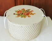 Vintage Wicker Sewing Basket with Lid / Vintage Sewing / Sewing Supplies / Vintage Basket / Storage Basket