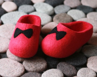 Toddler Shoe. Little Kid Shoe. Felted Soft Wool Slippers in Pink with Black Butterflies decor. Made to order!