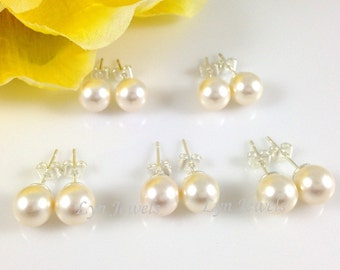 Set of 5 Pairs Bridesmaids Pearl Earrings // Bridal Pearl Earstds Cream Or White // Swarovski Pearls Post Earrings 8mm Flower Girl