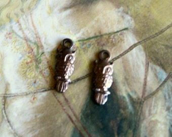 2 Vintage Delicate OLD Brass Wise Owl Pendant Charm Pieces
