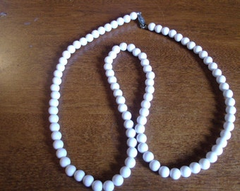 vintage necklace white beads