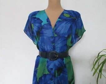 Big Dress Vintage / Large / Size EUR48 / UK20 / Buttoned