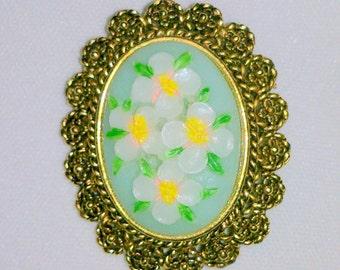 Vintage Floral Design Cabochon Brooch