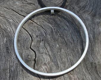 "Contemporary pendant "" O "" big in sterling silver"