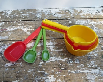 Vintage Measuring Cups Measuring Spoons Colorful Kitchen Red Kitchen
