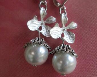 Bridal earrings, Wedding earrings, bridesmaid earrings, Pearl earrings, silver earrings, pierce earrings, silver orchid earrings,