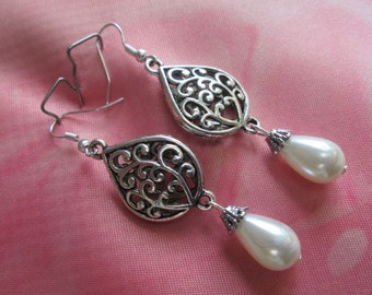 Wedding earring, bridesmaid earring, teardrop pearl earring, silver earrings, pierce earrings, filigree earrings