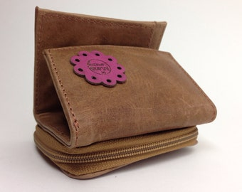 Camel brown Leather Cash mini-wallet. Genuine leather, to carry your change, bills and coins.