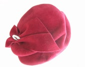 Vintage 1950s hat / cranberry red fur felt juliet cap with ruched bow and silver ring decoration
