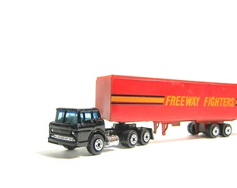 Vintage Yatming Tractor Trailer Truck - Freeway Fighters - Diecast Toy Car