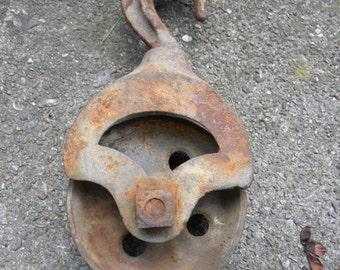 nice working vintage antique iron BARN FARM tool steampunk hay trolley nautical mechanic PULLEY