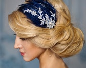Blu sposa fascinator, blu navy e argento pizzo fascia piuma, Prom, damigelle d'onore - Melody