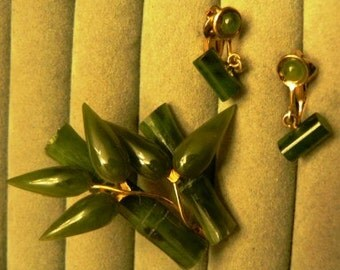 SALE mark down from 40 ...   STUNNING carved JADE leaf gold Brooch Pin and earrings   ...