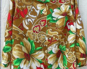 1970s fun printLong sleeve button up blouse.