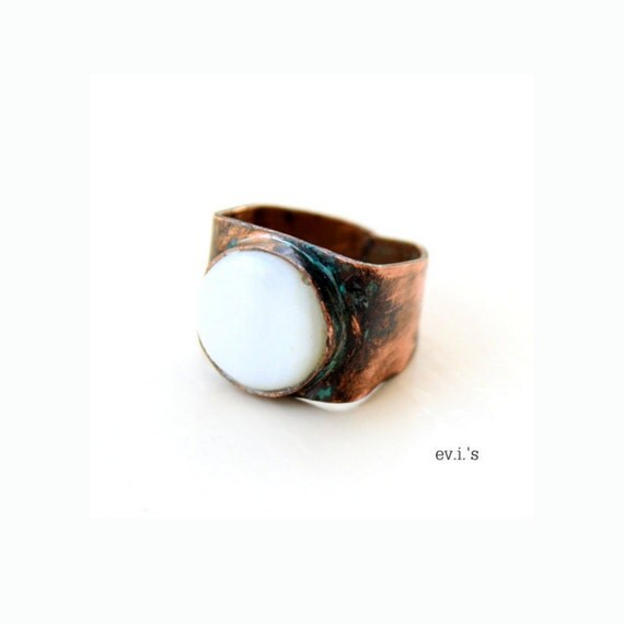 Cream Mother of Pearl Shell Unisex Copper Ring Handcrafted Oxidized Wide Metalwork Chevalier Boho Adjustable Band Statement Ring / Size 5