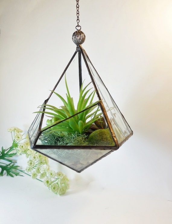 Terrarium stained glass terrarium geometric pyramid plant for Geometric air plant holder
