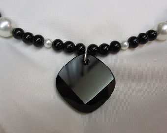 Classical Black and White Pearl 18 Inch Necklace with Stunning Black Swarovski Pendant and a Sturdy Magnetic Clasp