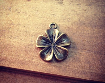 6 - flower Charms Antique Bronze Hawaiian Flower Vintage Jewelry Supplies Roses Flowers Floral  (AW004)