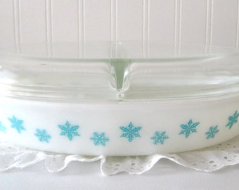 Vintage Pyrex Snowflake Divided Casserole Dish turquoise aqua white winter holidays