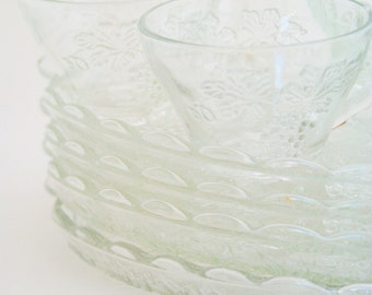 Snack Trays- Clear Glass Set of 4 Anchor Hocking Harvest Grape Plates & Matching cups
