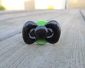 The Black Bow To My Green Button *Ring (Adjustable)