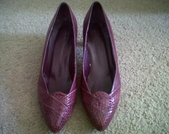 Vintage magenta/maroon snakeskin pumps- Size 8C