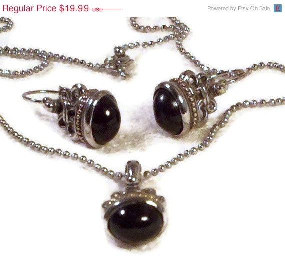 CHRISTMAS in JULY sale CIJ Premier Designs black cabachon pendant and pierced earrings
