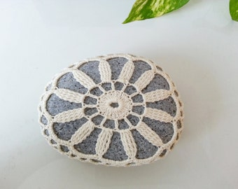 Cream Flower Crochet Lace Stone Bounty of Nature Granite Rock Table Decoration Beach Home Decor Unique Gifts