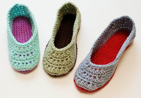 Crochet Pattern - Ladies Crochet Slippers Pattern  (Women's Sizes 4/5, 6/7, 8/9, 10/11) - Instant Download PDF