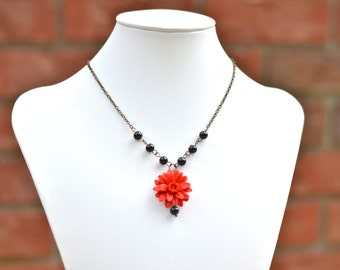Red Dahlia and Black Glass Beads Necklace, Center Flower Necklace, Red Flower Necklace, Dahlia Necklace