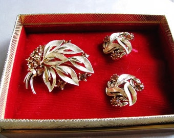 Jewelry Gift Set - Lisner Jewelry Set - Statement Goldtone Brooch and Earrings Set - Collectible Jewelry