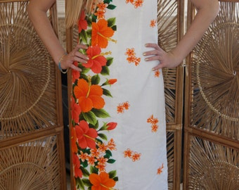 Beautiful and vibrant vintage Hawaiian muu muu / maxi dress