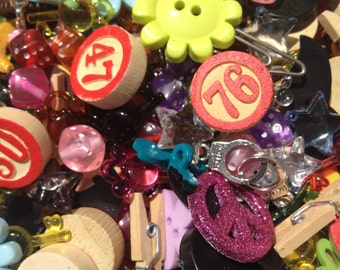 Lot of 20 charms, buttons, cabochons, I Spy trinkets