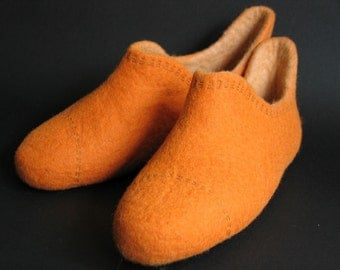 Girlfriend gifts-Pumpkin slippers-Womens slippers-Celosia orange home slippers-Orange high shoes-Handmade felted orange clogs-unique finds