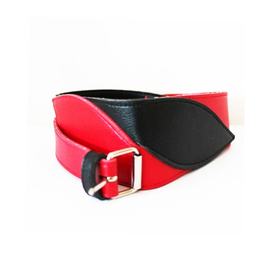 Vintage 1980s Black & Red Geometric twisted leather belt.