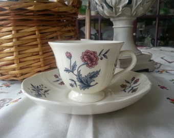 Gorgeous Wedgwood Williamsburg, Potpourri Teacup and Saucer Set